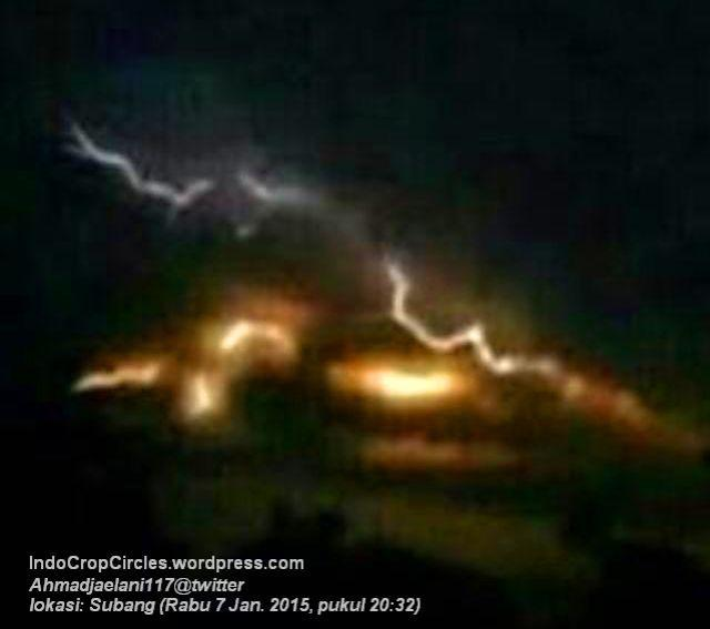 Cahaya Misterius Malam Hari Diatas Langit Sebelah Timur Kota Bandung  03