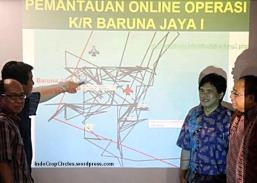 Menteri Koordinator Kemaritiman Indroyono Soesilo dan sejumlah ilmuwan BPPT saat memberikan keterangan Pers terkait kotak hitam Air Asia di kantor BPPT, Jalan MH Thamrin, Jakpus, Minggu (11/1). Dalam jumpa Pers sejumlah ilmuwan BPPT mengatakan Saat ini kapal riset Baruna Jaya I (BPPT), kapal survei Java Imperia (OWSI) dan KN Trisula (KPLP Hubla) sedang berada di lokasi tempat diterimanya sinyal ping diduga dari kotam hitam. Ada 2 sinyal 'ping' diterima dengan jarak keduanya sekitar 20 meter.