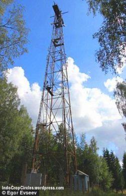 Inilah antena dari pemancar radio misterius yang kini telah ditinggalkan sejak tahun 2010 lalu, dan kemudian pemancar ini berpindah tempat dan menyiarkan kembali bunyi nada-nada misteriusnya.  (foto: Egor Evseev)