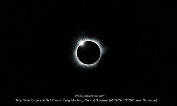 Gerhana Matahari Total (GMT) diabadikan di Lokasi Sail Tomini, Parigi Moutong, Sulawesi Tengah (ANTARA FOTO/Fiqman Sunandar)