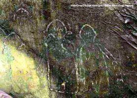 lukisan prasejarah papua-berbentuk-alien 02