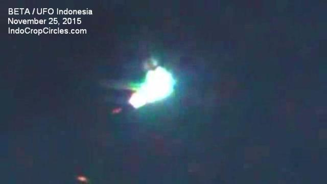 UFO Indonesia 25 November 2015 - 002