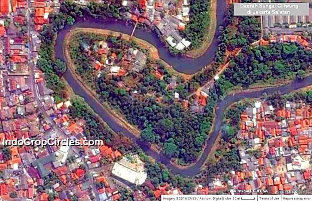 Salah satu landscape perumahan di tepian sungai Ciliwung, Jakarta Selatan.