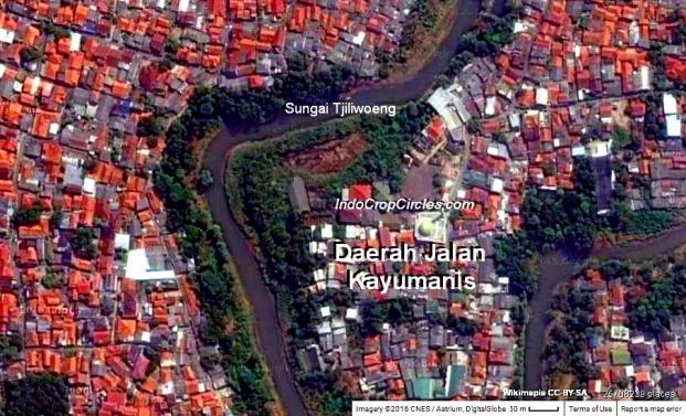 Daerah Jl. Kayumanis di tepian sungai Ciliwung tempat ditemukannya gerabah kuno.