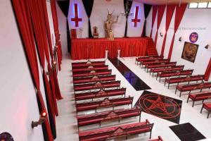gereja setan di kolombia 01
