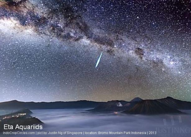 Meteor captured over Mount Bromo, an active volcano in Indonesia, during the 2013 Eta Aquarid shower. Photo by Justin Ng of Singapore.