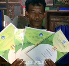 Setu Wiryorejo sudah memperoleh 7 sertifikat penemuan fosil (Pict courtesy: Arie Sunaryo).