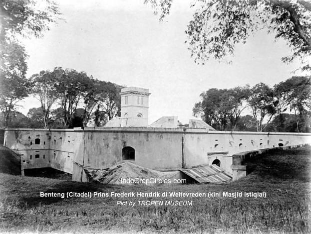 Benteng (Citadel) Prins Frederik Hendrik di Weltevreden (kini Masjid Istiqlal) (Pict by TROPEN MUSEUM)