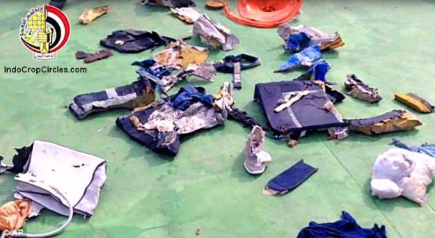 Berbagai spekulasi mencuat soal jatuhnya pesawat, dari aksi terorisme hingga kesalahan teknis. Badan penyelidik kecelakaan udara Prancis (BEA) menyatakan bahwa sebelum jatuh ke Laut Mediterania, pesawat memberikan serangkaian sinyal yang menunjukkan bahwa ditemukan asap dalam pesawat. (Reuters/Egyptian Military/Handout)