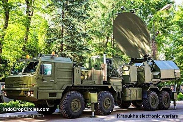 Tugas utama Krasukha adalah melindungi pertahanan udara, fasilitas darat, serta pasukan yang tengah bergerak. PTRC Iskander dan kompleks serupa lain tergolong tak berdaya saat sedang bergerak. (Sumber: press photo)