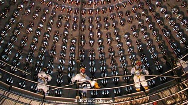 Para ilmuwan berada di Detektor neutrino Borexino di Gran Sasso National Laboratory, terkubur 1 mil (1,5 kilometer) di bawah Pegunungan Apennine.