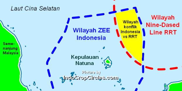 """Tampak zona ZEE Kepulauan Natuna Indonesia bertumpang tindih dengan zona Nine-dashed Line yang diakui sepihak oleh RRT dan menjadikannya """"ZONA ABU-ABU"""" (Pict: IndoCropCircles)"""