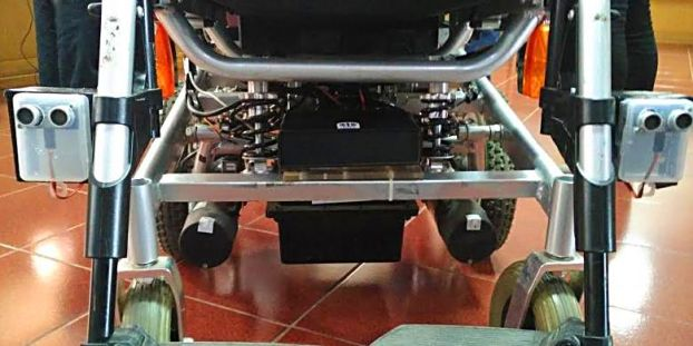 Tampak sirkuit sensor gerak dan penggerak dibawah kursi roda.
