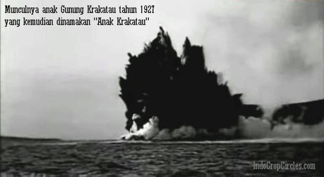 """Munculnya anak Gunung Krakatau dari bawah permukaan laut pada tahun 1927  yang kemudian dinamakan sebagai Pulau Gunung """"Anak Krakatau."""". d15aaa8c8f"""
